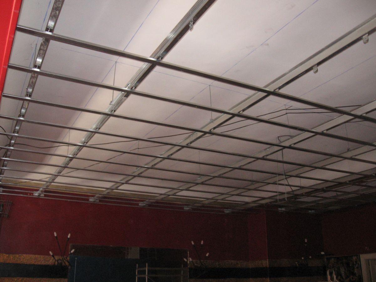 Faux Plafond Suspendu En Dalles Isolantes création de plafond isolant phonique à orange pour un bar